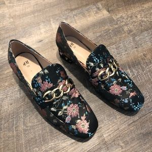 🖤H&M floral gold chain link modern chic loafers